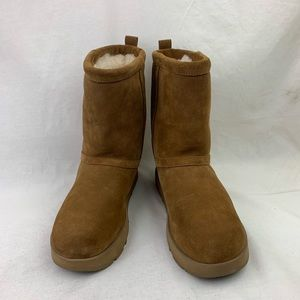 UGG Classic Short Waterproof Boot sz 9